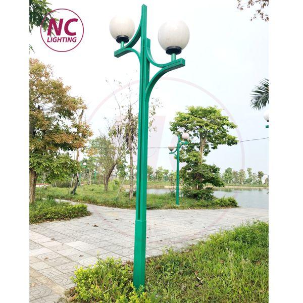 Cột đèn sân vườn thân thép