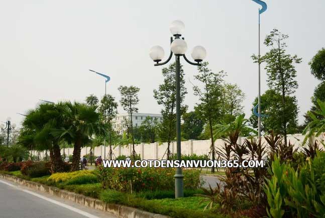 Bóng đèn cầu sọc lắp đặt với cột đèn sân vườn NOUVO