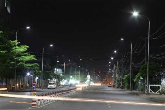 Lắp đặt cột đèn cao áp chiếu sáng đường phố