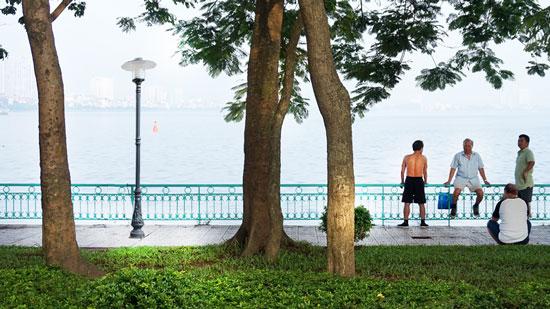 Cột đèn sân vườn tại Hồ tây
