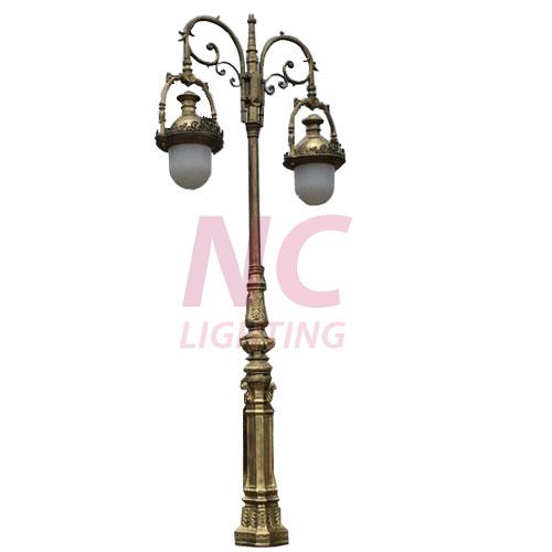 Cột đèn sân vườn Sư Tử