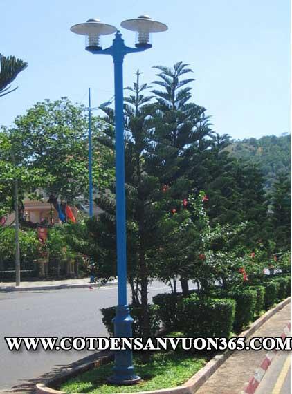 Cột đèn sân vườn NOUVO lắp đặt bóng JUPITER