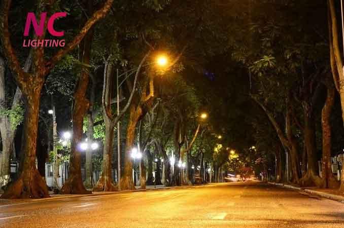 Cột thép mạ kẽm chiếu sáng đường phố