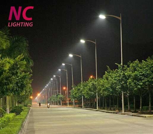 Lắp đặt đèn cao áp 400W chiếu sáng đường phố