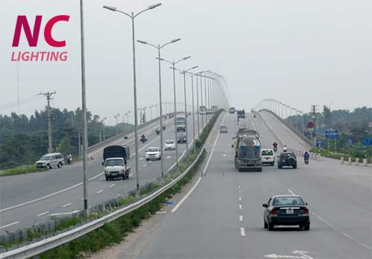 Sử dụng đèn cao áp chiếu sáng trên đường cao tốc