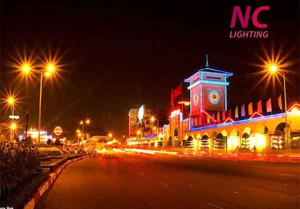 Đèn đường cao áp chiếu sáng đường phố