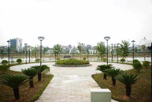 Đèn sân vườn con mắt lắp đặt trong công viên