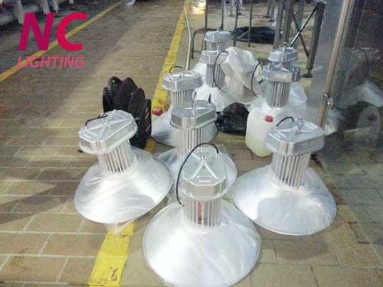 Hình ảnh đèn led nhà xưởng 200W tại xưởng NC LIGHTING
