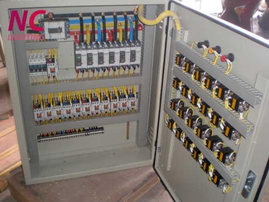 Tủ điện chiếu sáng sử dụng bảng điều khiển