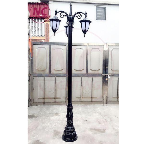 Cột đèn sân vườn 3 bóng